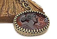 Кулон «Топазовая Дама» (антикварная камея) V918