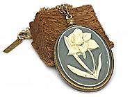 Кулон «Благородный Нарцисс (винтажный кабошон)» - V1026